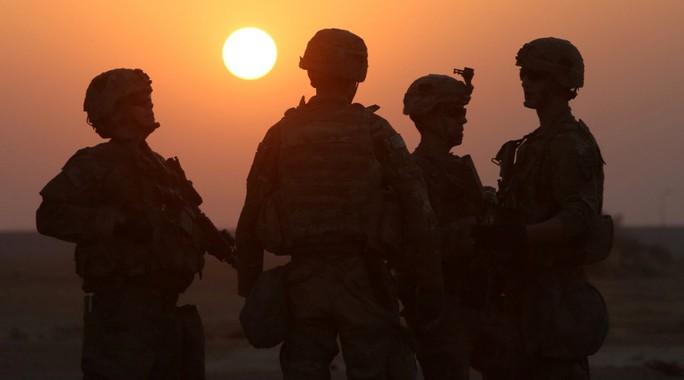 Lực lượng đặc nhiệm Mỹ được nhìn thấy ở rìa TP Mosul. Ảnh: Reuters