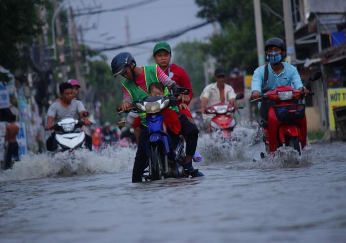 Tình trạng ngập thường xuyên xuất hiện nhiều vào các tháng 8, 9, 10, 11 mỗi năm. Tuy nhiên, năm nay, tình trạng này trở nên nghiêm trọng hơn.