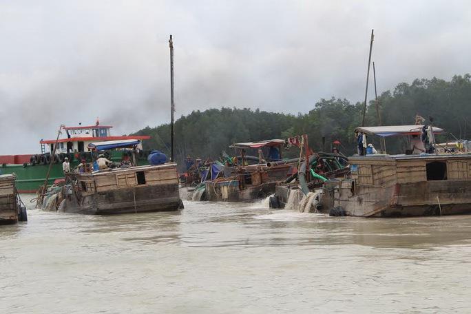 Nạo vét, thông luồng rầm rộ trên sông Thị Vải, huyện Long Thành