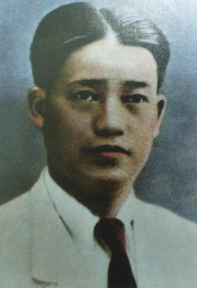 Nhà giáo Dương Quảng Hàm và tập sách của ông về vị quan - nhà giáo Lý Văn Phức Ảnh: TƯ LIỆU