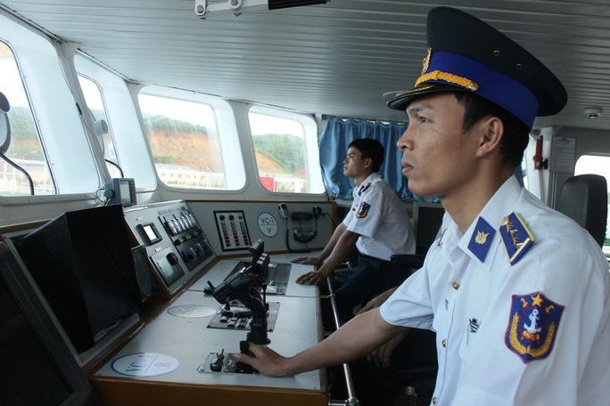 Thuyền trưởng Trương Duy Quý, tàu Cảnh sát biển 4034, trực chiến với nhiệm bảo vệ chủ quyền, hỗ trợ ngư dân trên biển