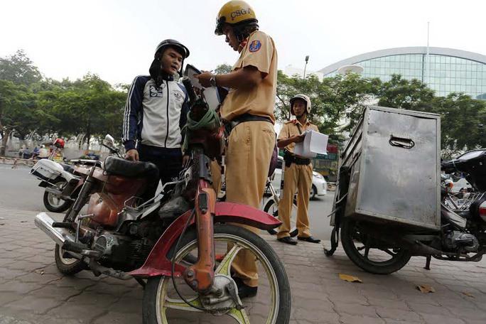 Từ ngày 1-1-2017, Nghị định 46/2016/NĐ-CP có hiệu lực, nhiều lỗi vi phạm giao thông phổ biến sẽ bị xử phạt Ảnh: Sỹ Đông