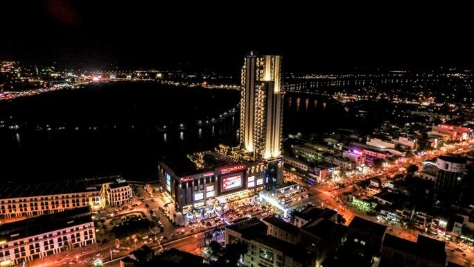 Vinpearl Cần Thơ Hotel nằm ở vị trí lý tưởng trong khuôn viên tòa tháp 33 tầng ven sông. Ảnh: CÔNG TUẤN- T.CHI