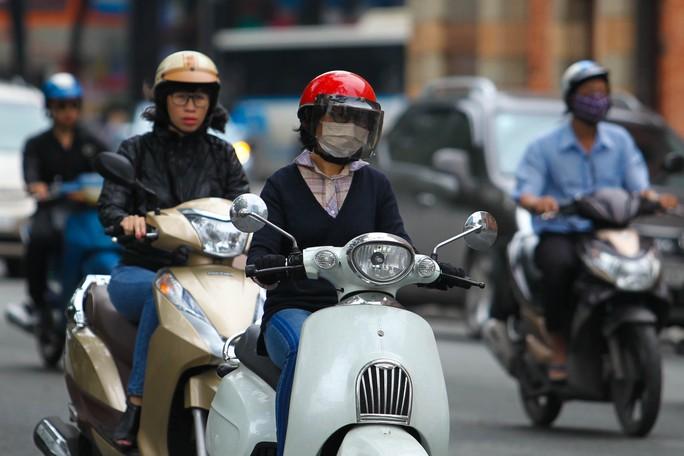 Các cô gái Sài Gòn lại được dịp khoe áo ấm lâu nay không được diện