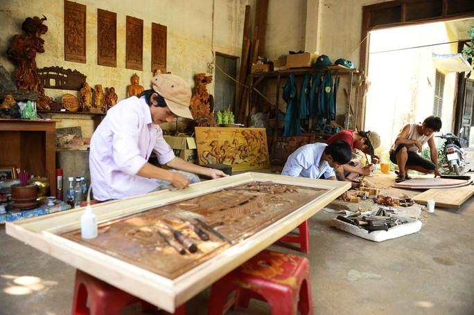 Làng mộc Kim Bồng là một trong số ít làng nghề phát triển gắn với du lịch