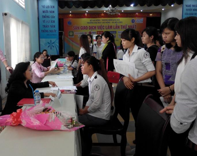 Ngày hội việc làm là một trong những hoạt động kết nối cung - cầu lao động của nhà trường. Ảnh: HỒNG VÂN