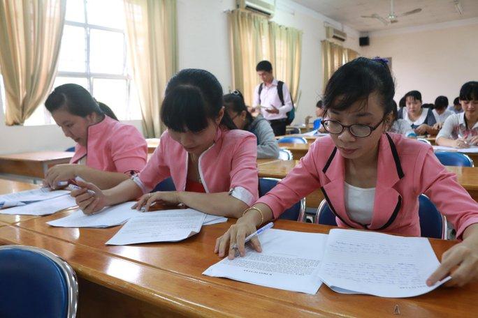 Các thí sinh ở phần thi trắc nghiệm