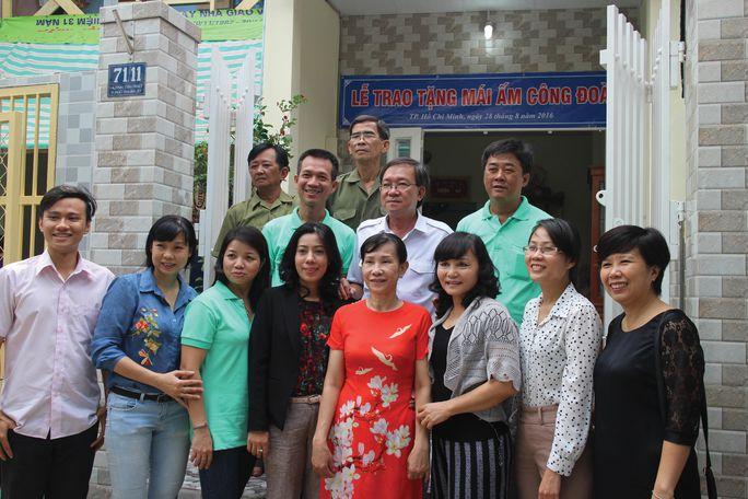 Đoàn viên được LĐLĐ quận 3, TP HCM trao tặng Mái ấm Công đoàn