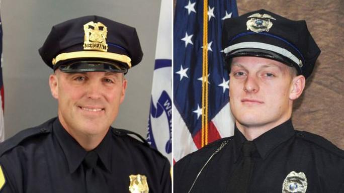 Hai cảnh sát Anthony Beminio (trái) và Justin Martin. Ảnh: DES MOINES POLICE