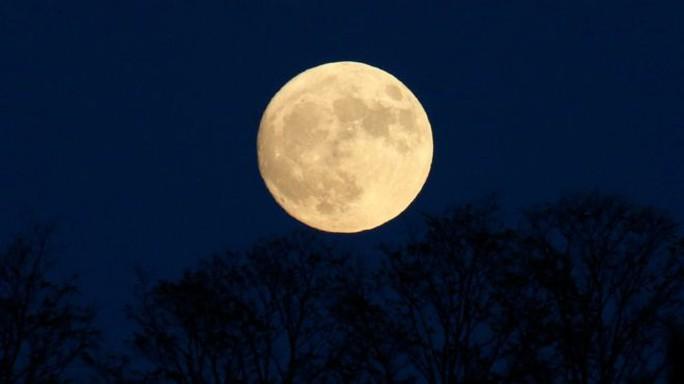 Châu Á là nơi tốt nhất để ngắm Siêu trăng lần này. Ảnh: EPA