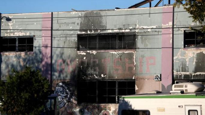 Hiện trường nhà kho sau vụ cháy. Ảnh: Reuters