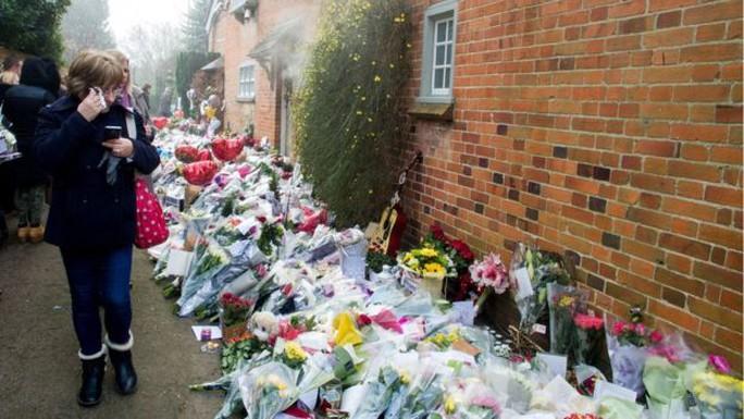 Nhiều người hâm bộ tưởng niệm George Michael