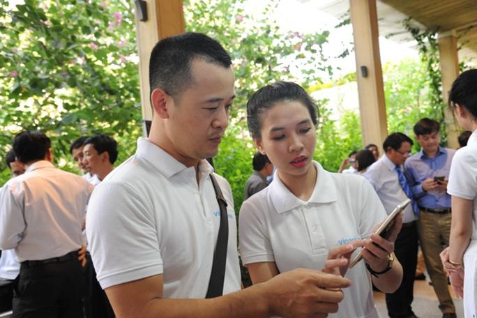 VNPT VinaPhone chính thức cung cấp dịch vụ mạng di động 4G có tốc độ truy cập mạng cao đến 10 lần so với 3G và là nhà mạng đầu tiên chính thức triển khai dịch vụ 4G tại Việt Nam.