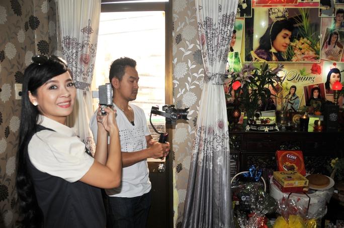 Vợ chồng NS Hồng Loan (con gái danh hài Bảo Quốc) từ Mỹ về VN thực hiện bộ phim tư liệu về cố NSƯT Minh Phụng nhân ngày giỗ của ông
