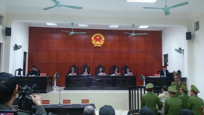 Quang cảnh phiên toà xét xử bị cáo Doãn Trung Dũng
