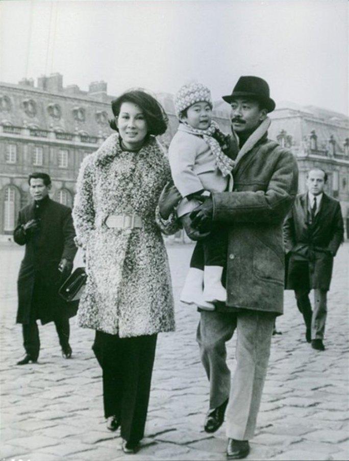 Bà Đặng Tuyết Mai cùng người chồng cũ - ông Nguyễn Cao Kỳ và con gái