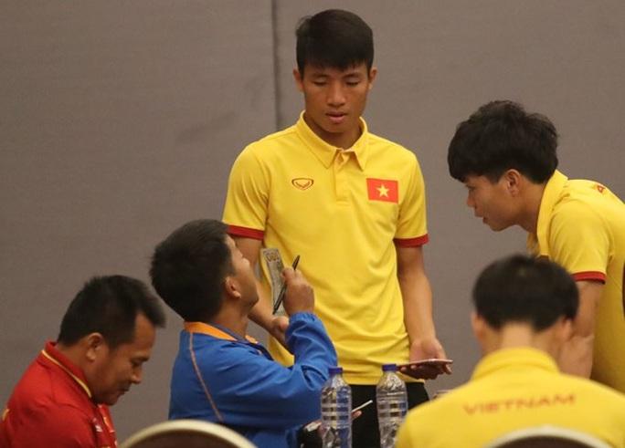Trung vệ Bùi Tiến Dũng nhiều khả năng sẽ được đá chính ở trận gặp Indonesia thay cho trung vệ Đình Luật