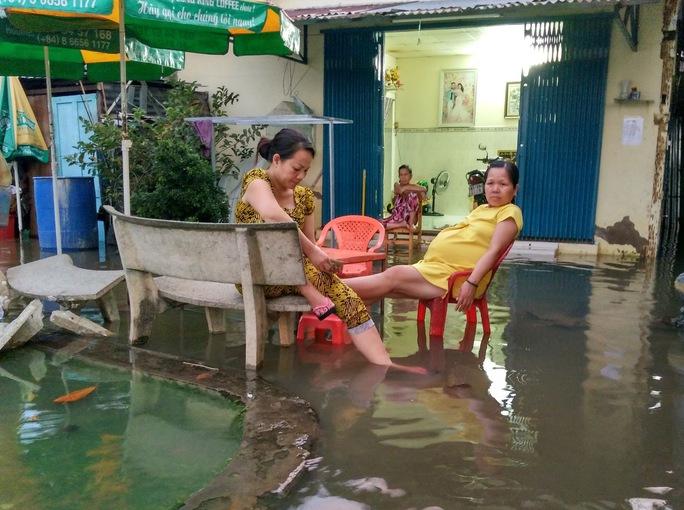 Nước mênh mông tại bán đảo Thanh Đa (quận BÌnh Thạnh) từ khoảng 17 giờ