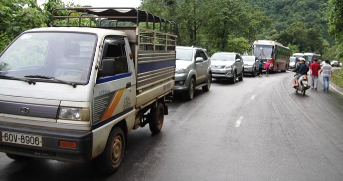 Vụ tai nạn khiến giao thông trên đèo Bảo Lộc tê liệt nhiều giờ.