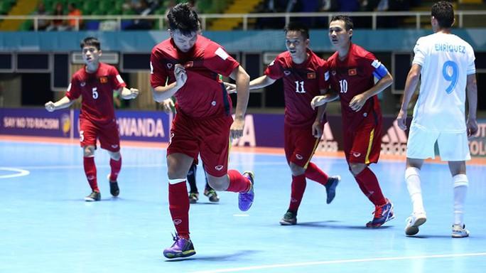 Đội tuyển futsal Việt Nam gây ấn tượng mạnh với FIFA khi giành vé vào vòng 1/8 World Cup ngay trong lần đầu tiên tham dự