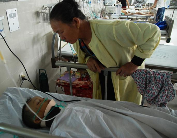 Cháu Ngô Quang Trịnh đang được điều trị tại Bệnh viện Hữu nghị Việt Nam-Cu Ba Đồng Hới