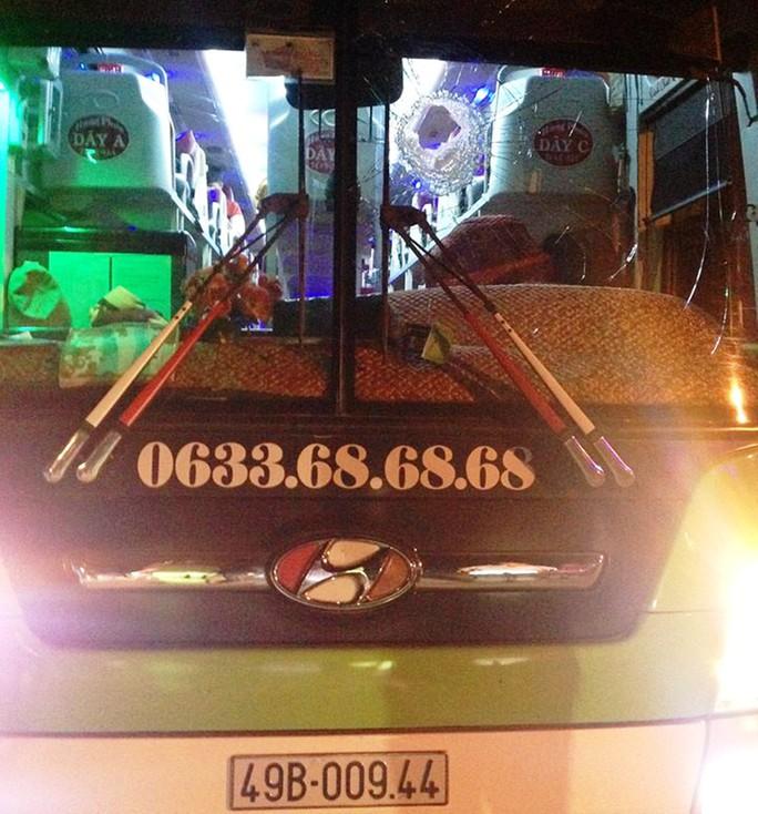 Nhiều xe hư hỏng trong đêm 25-11 do 2 đối tượng trên ném đá để giải rượu.