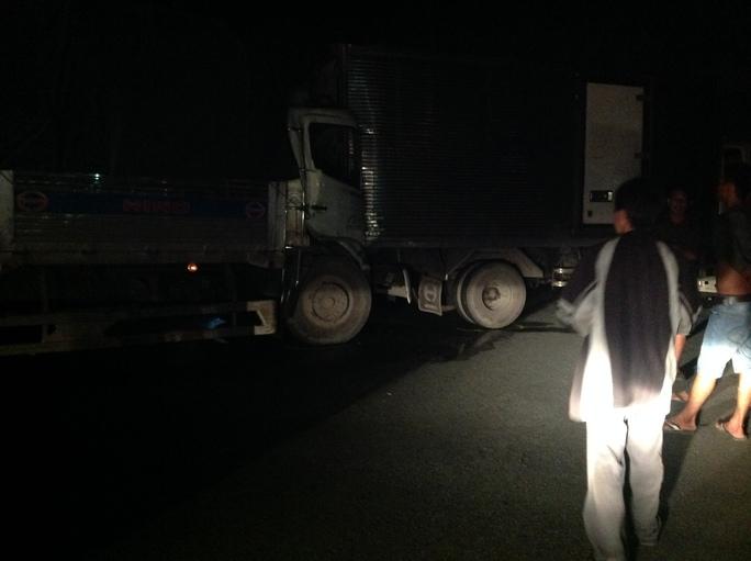 Do xe tải dừng giữa đường nên một xe tải chở dừa đã lao thẳng vào đích xe tải gặp nạn. Theo đó, một vụ tại nạn ô tô liên hoàn với 6 ô tô tông nhau đã xảy ra, khiến cao tốc kẹt cứng hơn 1 giờ đồng hồ