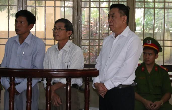 Các bị cáo nghe HĐXX tuyên án