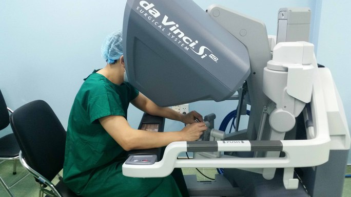 Robot phẫu thuật tại Bệnh viện Bình Dân (TP HCM)