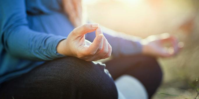 Một khóa tập thiền đối với người chưa quen thực hành vẫn có thể giúp kiểm soát những cảm xúc tiêu cực. Ảnh THE HUFFINGTON POST