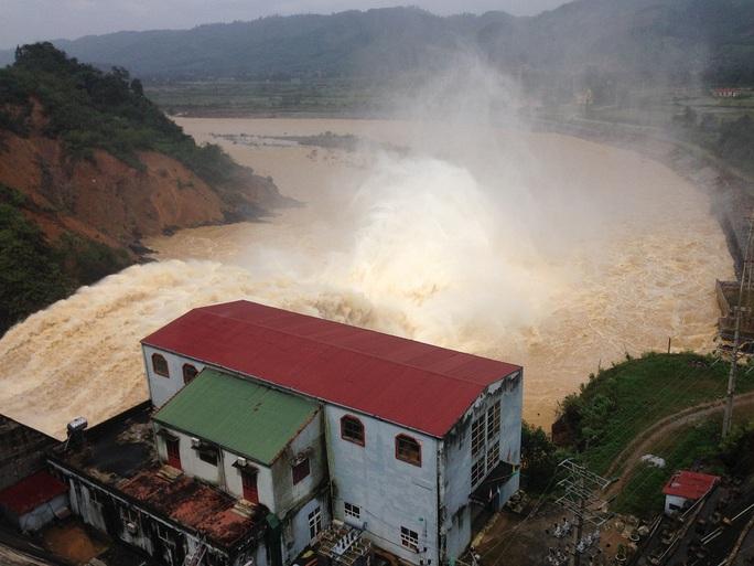 Thủy điện Hố Hô vân tiếp tục xả lũ