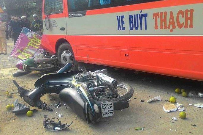 Hiện trường vụ tai nạn xe buýt mất lái gây tai nạn liên hoàn làm 1 người chết