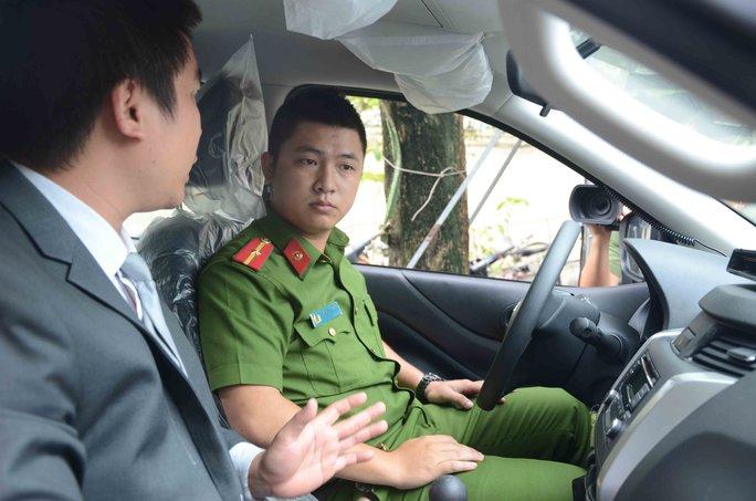 Mỗi chiến sĩ nhận nhiệm vụ phải thành thạo trong việc lái xe và bắt buộc phải có bằng lái theo quy định