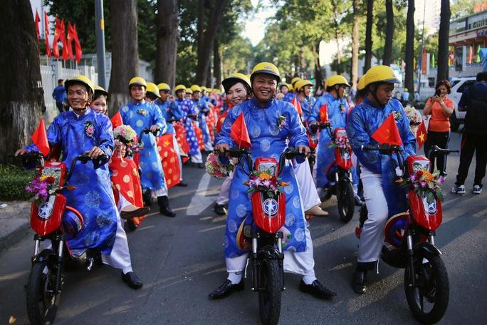 Lễ cưới tập thể cho công nhân có hoàn cảnh khó khăn do Trung tâm Hỗ trợ thanh niên công nhân TP HCM tổ chức. Ảnh: HOÀNG TRIỀU