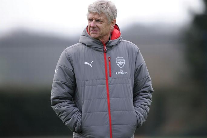 Wenger nhờ Beckham giúp Arsenal vượt qua khủng hoảng