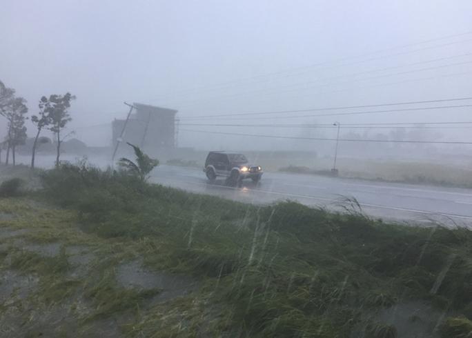 Mưa lớn làm ngập lụt một số khu vực ở tỉnh Ilocos Sur. Ảnh: AP