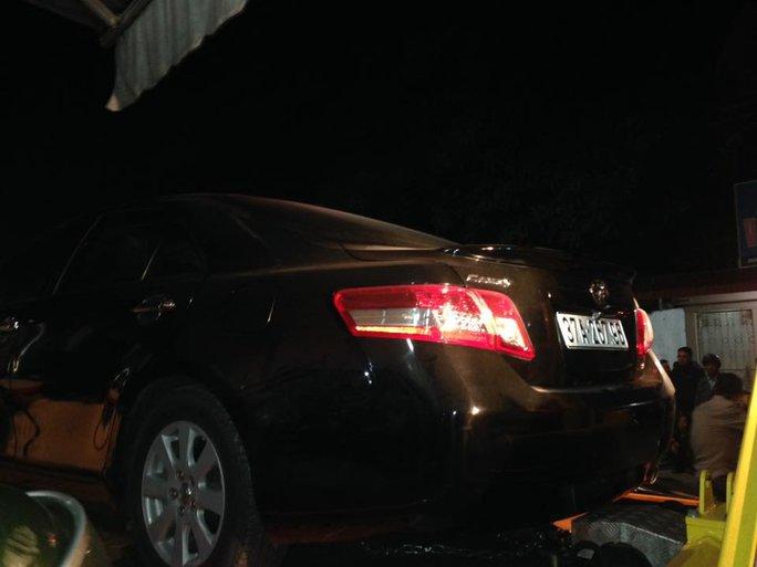 Cơ quan công an tạm giữ nhiều xe ô tô đắt tiền của các đối tượng liên quan vụ bắt sới bạc