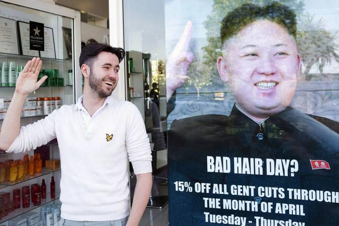 Một tiệm tóc ở London từng khiến phía Triều Tiên nổi giận vì dùng hình ảnh ông Kim làm trò đùa. Ảnh: thegatewaypundit