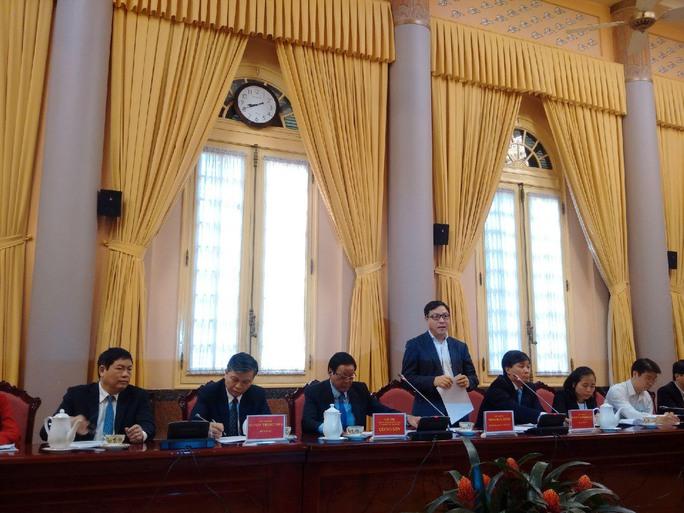 Ông Đặng Huy Đông, Thứ trưởng Bộ Kế hoạch và Đầu tư, phát biểu tại buổi họp báo ngày 12-12