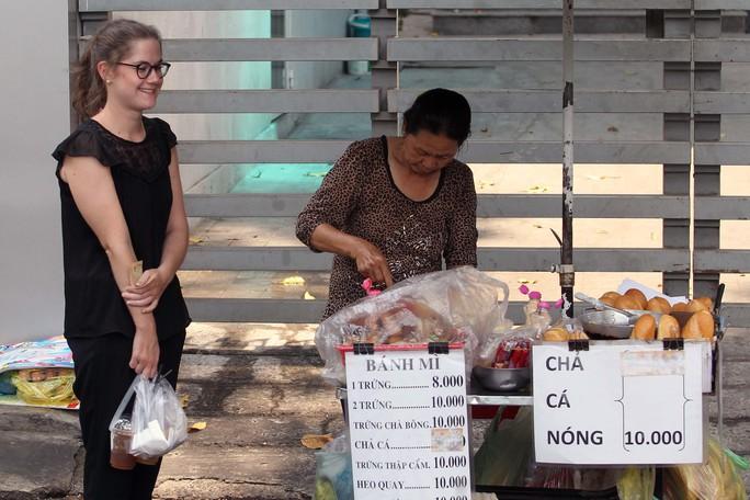 Bánh mì Sài Gòn được khách nước ngoài ưa chuộngẢnh: HOÀNG TRIỀU