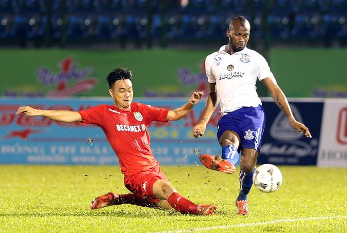 B.Bình Dương lại thua CLB Campuchia