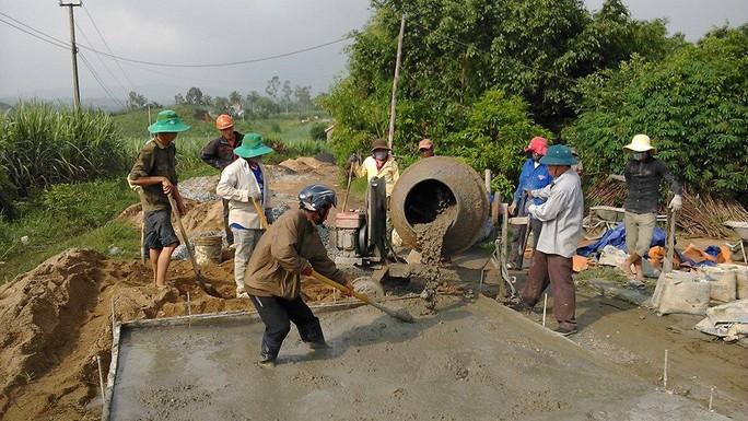 Hàng loạt cán bộ xã Bình Lâm bị kỷ luật do ăn chia tiền làm đường bê tông nông thôn. Ảnh minh họa