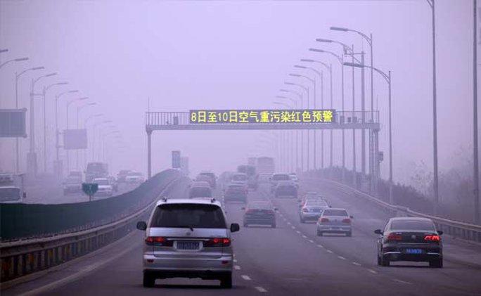 Thành phố Bắc Kinh bị bao phủ bởi khói mù ô nhiễm dày đặc. Ảnh: ndtv