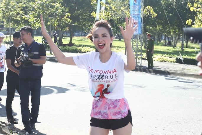 Hoa hậu Diễm Hương tại đích đến