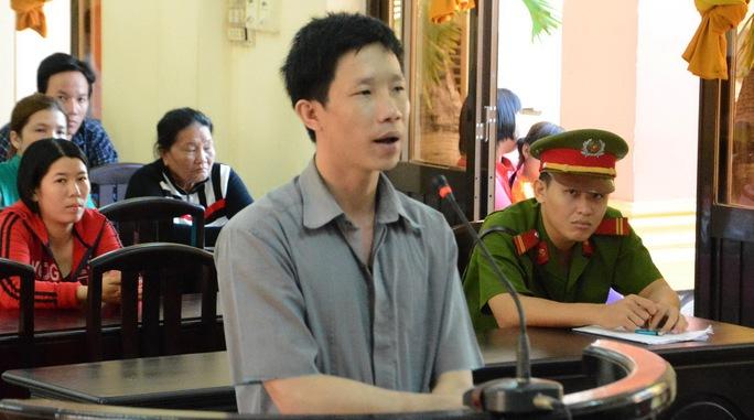 Bị cáo Nguyễn Pha Ny trả lời trước HĐXX.