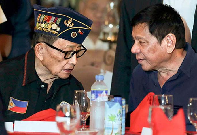 Cựu Tổng thống Fidel Ramos (trái) và Tổng thống Rodrigo Duterte Ảnh: The Philippine Star