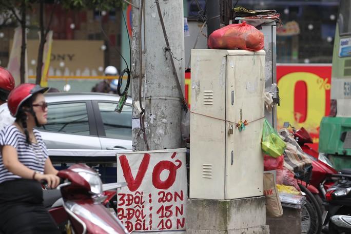 Với nhiều người bốt điện cũng là một nơi lý tưởng để treo biển quảng cáo !
