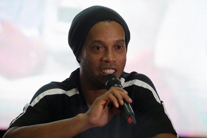 Ronaldinho sẵn sàng khoác áo Chapecoense nếu họ muốn