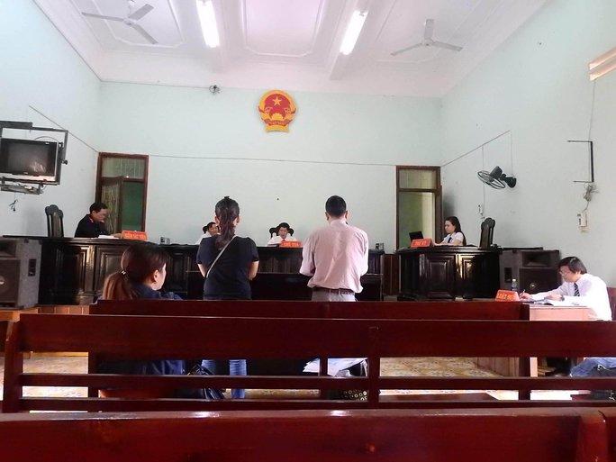 Phiên tòa tranh chấp dân sự ngày 18-10