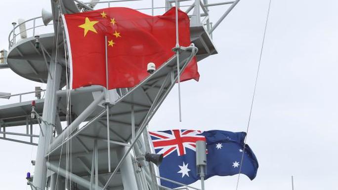 Có nhiều nghi ngờ cho rằng tàu Dong Hai Jiu 101 đang tranh thủ do thám quân đội Úc. Ảnh: News Corp Australia